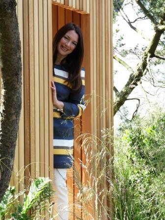 Rachel de Thame presenting for BBC Gardener's World Chelsea 2016 002 (3) COMP