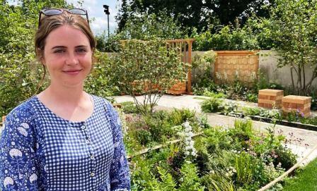 AMELIA BOUQUET HAMPTON COURT 2021 BBC web